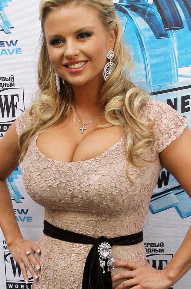 грудь Анны Семенович